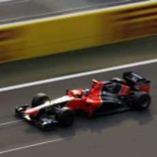 Timo Glock pasa por la recta de meta