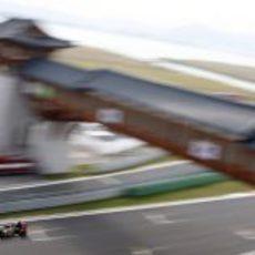 Kimi Räikkönen en la recta de meta durante la clasificación