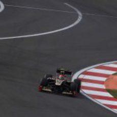 Romain Grosjean con el DRS activado en el circuito de Yeongam
