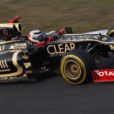 Kimi Räikkönen pilota con neumáticos blandos durante la carrera