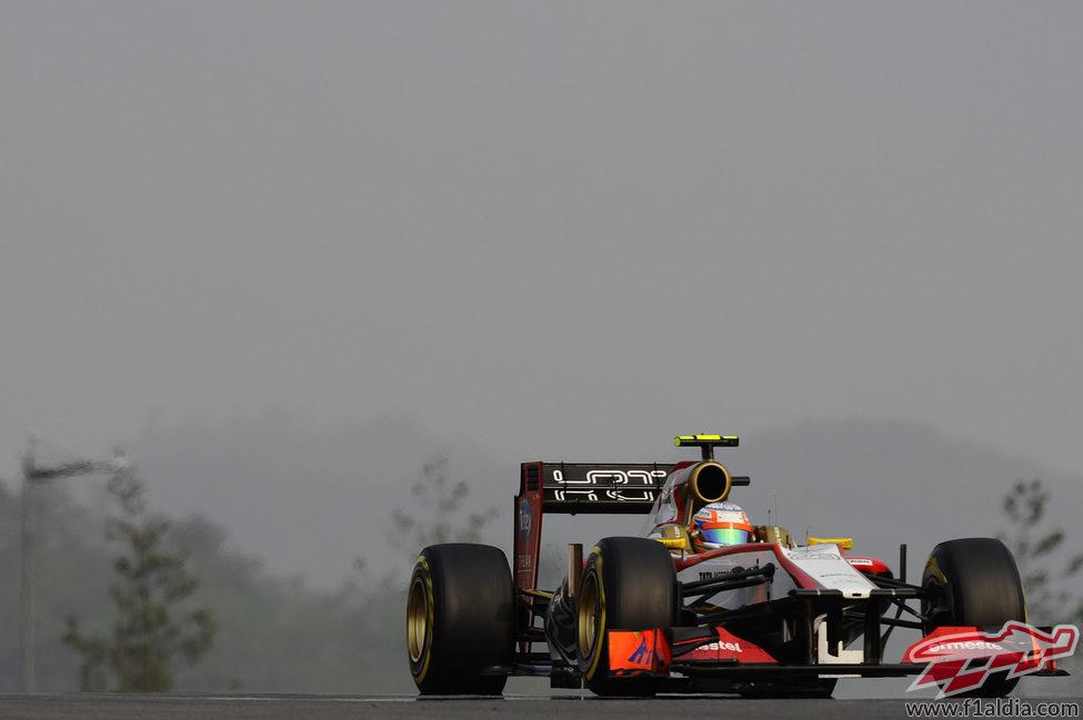 Narain Karthikeyan rueda en el Gran Premio de Corea