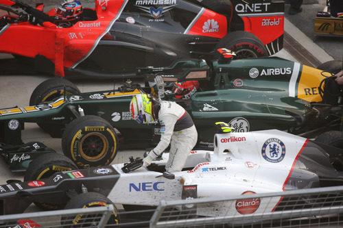 Sergio Pérez termina la carrera en el parque cerrado