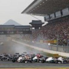 Intensa salida del Gran Premio de Corea