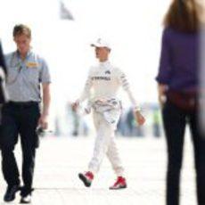 Michael Schumacher va a la parrilla