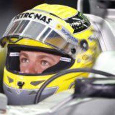 Nico Rosberg, tranquilo en su box