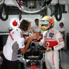 Últimas indicaciones para Lewis Hamilton antes de salir a la pista