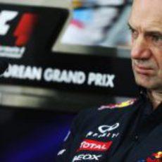 Adrian Newey en la rueda de prensa de la FIA del viernes en Corea