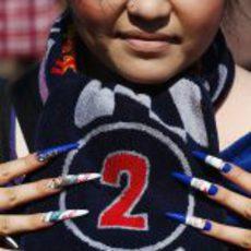 Una fan japonesa de Webber con las uñas pintadas