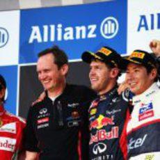 Todos felices en el podio del GP de Japón 2012