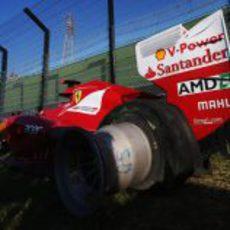 Neumático desllantado del Ferrari de Alonso en Japón