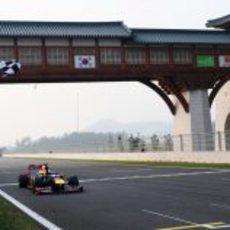 Bandera a cuadros para Sebastian Vettel en el GP de Corea 2012