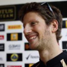 Romain Grosjean sonríe en India