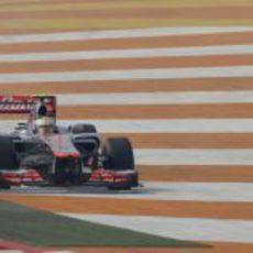 Lewis Hamilton por fuera de la pista en India
