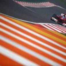 Alonso en una de las rectas del circuito de Buddh