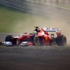 Felipe Massa se sale de pista en los libres de India