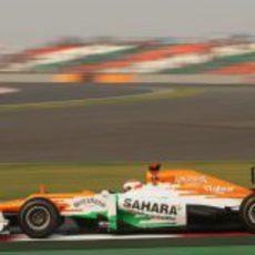 Paul di Resta tuvo un pinchazo en los Libres 2 del GP de India 2012