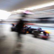 Mark Webber sale de boxes durante la clasificación