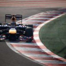 Sebastian Vettel con el DRS abierto durante la clasificación