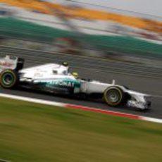 Nico Rosberg a bordo de su Mercedes en el circuito de India