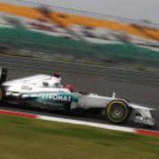 Michael Schumacher a bordo de su Mercedes W03 en India