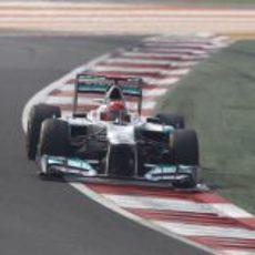 Michael Schumacher con el DRS abierto en el circuito de India