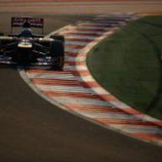 Daniel Ricciardo pilota en el Buddh International Circuit