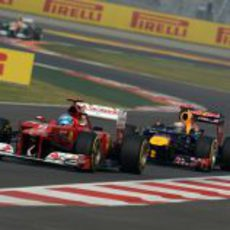 Sebastian Vettel persigue a Fernando Alonso