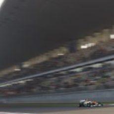 Paul di Resta pasa por la recta de Buddh