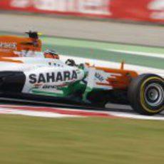 Nico Hülkenberg rueda en la carrera de casa de su equipo