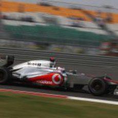 Jenson Button saldrá en India por delante de los Ferrari