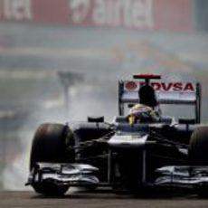 Pastor Maldonado se pasa de frenada en India
