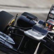 Primer plano de Pastor Maldonado con el FW34