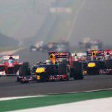 Sebastian Vettel al frente del pelotón en Nueva Delhi