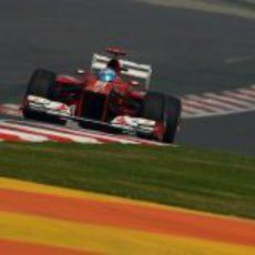 Fernando Alonso afronta una recta con el F2012