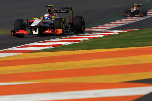 Narain Karthikeyan, a punto de ser doblado por Romain Grosjean