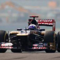 Daniel Ricciardo exprime el STR7 en clasificación