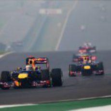 Los Red Bull dominan las primeras vueltas en India