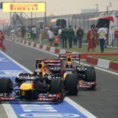 Mark Webber, pegado a Sebastian Vettel
