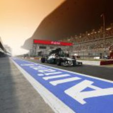 Michael Schumacher saliendo del pit-lane del circuito de India