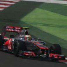 Lewis Hamilton rueda en los Libres 1 del GP de India 2012