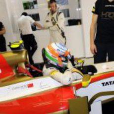 Narain Karthikeyan se dispone a salir del F112