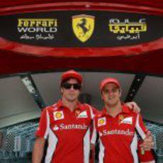 Alonso y Massa visitan de nuevo Ferrari World