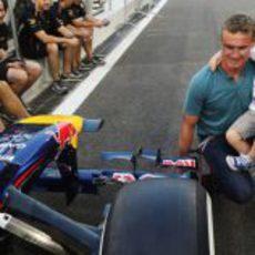David Coulthard y su hijo en Abu Dabi 2012
