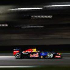 Sebastian Vettel vuela en el circuito de Yas Marina