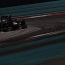 Mark Webber pone a prueba al RB8 en Abu Dabi