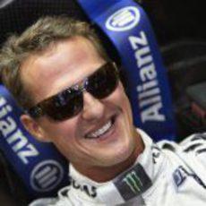 Michael Shumacher sonríe en el interior de su Mercedes