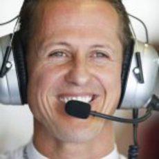 Michael Schumacher pone al mal tiempo buena cara