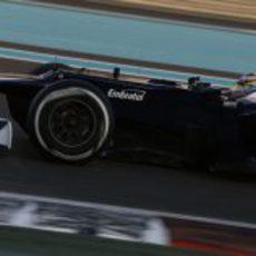Pastor Maldonado rueda con el neumático medio en Abu Dabi