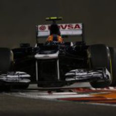 Bruno Senna rueda en los Libres 2 del GP de Abu Dabi 2012