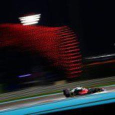 Lewis Hamilton camino de la 'pole' en Yas Marina
